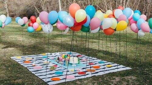 Decorațiuni cu baloane la exterior