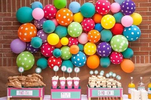 Decorațiuni cu baloane la petreceri