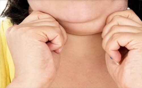 Bărbia dublă la femei