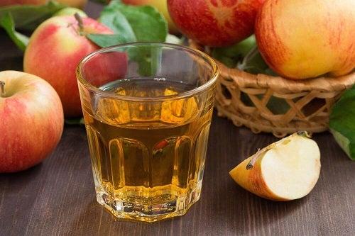 Băuturi ideale într-o dietă precum apa cu oțet
