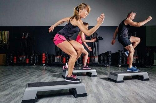 Beneficiile aerobicului la nivel mintal și fizic