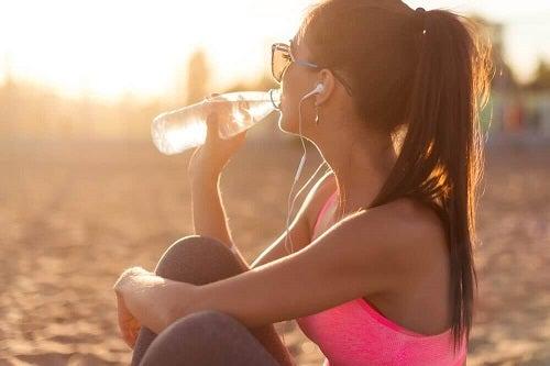 Apa este esențială pentru hidratarea pielii