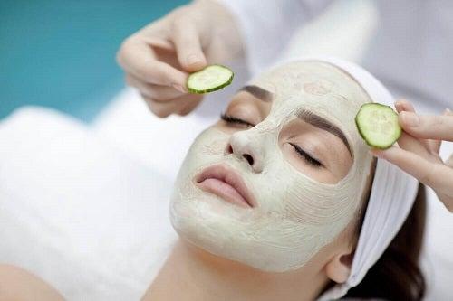 Modalități de a-ți hidrata pielea cu măști faciale