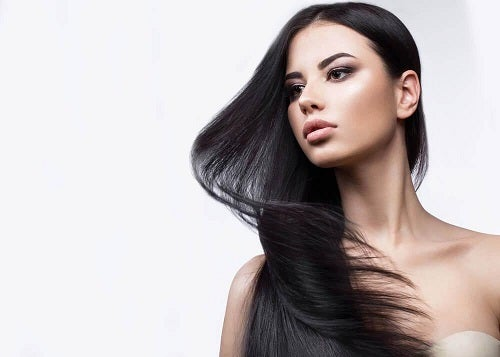 Femeie cu păr frumos
