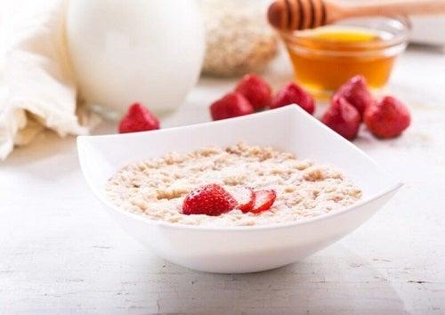 Terci de ovăz pentru micul dejun: 10 rețete sănătoase