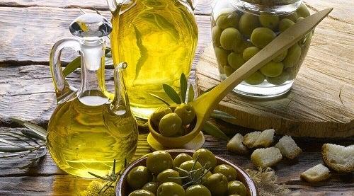 Ulei de măsline în remedii pentru hidratarea pielii uscate