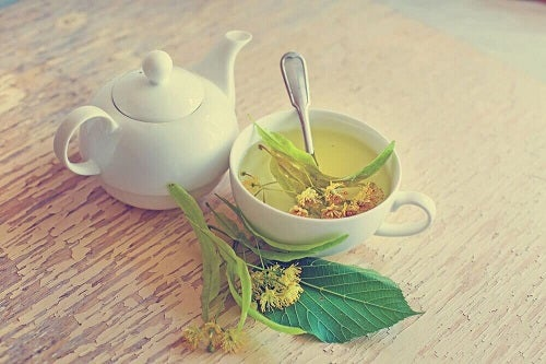 Remedii pentru bufeuri cu ceai de tei