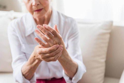 Dureri provocate de artrită