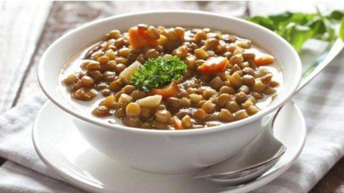 Mâncare de linte cu legume proaspete
