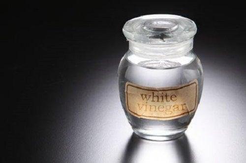 Cel mai bun remediu pentru bătături cu oțet alb