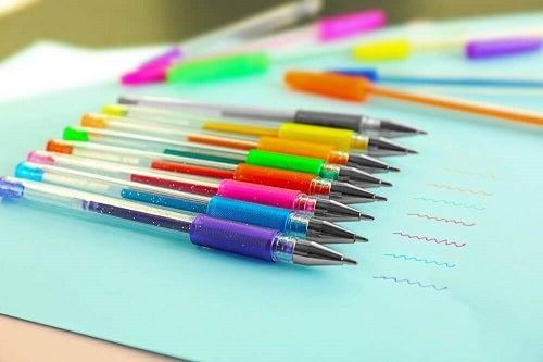 Pixuri colorate