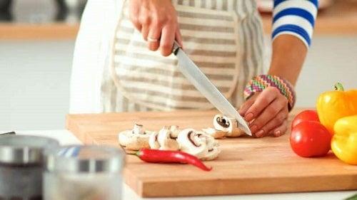 3 rețete delicioase cu ciuperci proaspete