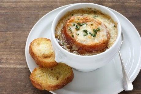 Supă de ceapă și usturoi, o rețetă pentru imunitate - Doza de Sănătate