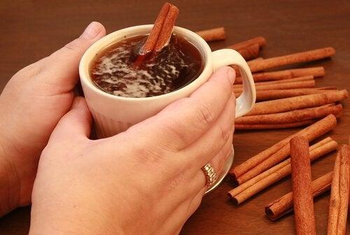 Remedii cu ceai negru și scorțișoară