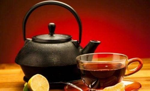 Remedii cu ceai negru și lămâie