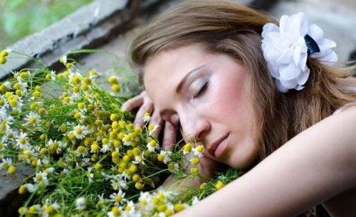 8 uleiuri esențiale pentru somn mai bun