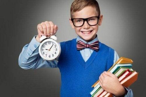 Cum îți înveți copilul să gestioneze timpul