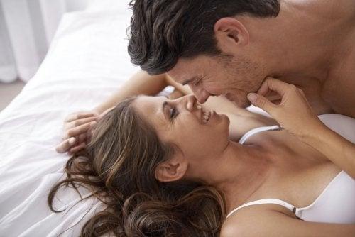 Cum să te apropii de persoana iubită în mod intim