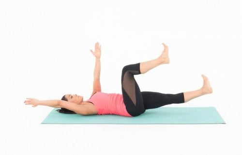 Antrenament ce include exerciții pentru abdomen