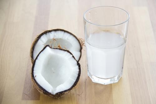 Apa de cocos tratează sevrajul de cofeină