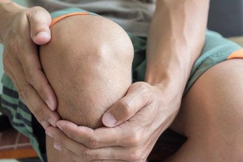 Durere de genunchi cauzată de ruperea meniscului