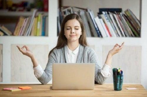 Femeie care știe cum să faci față stresului