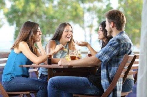 Întâlnire cu prietenii care alungă stresul