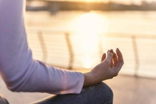 Mod de a practica yoga dimineața