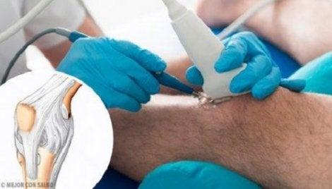 Tratamentul articulației genunchiului Kolpino articulațiile crunchiate acum doară