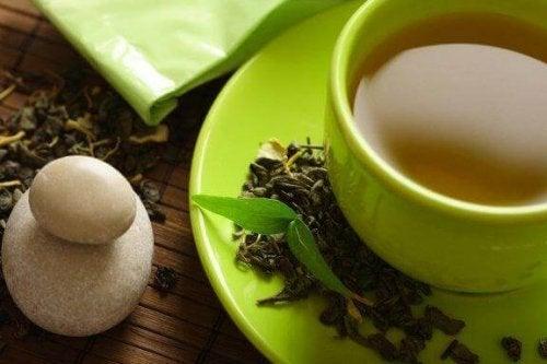 Ceaiul verde ajută la pierderea în greutate?