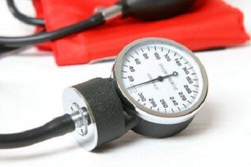 Dispozitiv de măsurat tensiunea crescută în timpul sarcinii