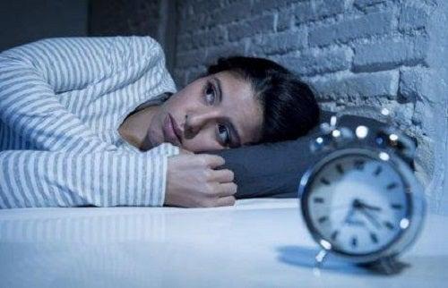 Femeie care nu poate să doarmă