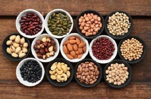 Nucile pe lista de alimente bogate în zinc