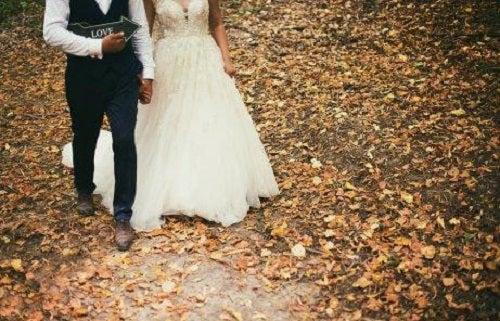 Ținuta perfectă pentru nuntă pentru miri