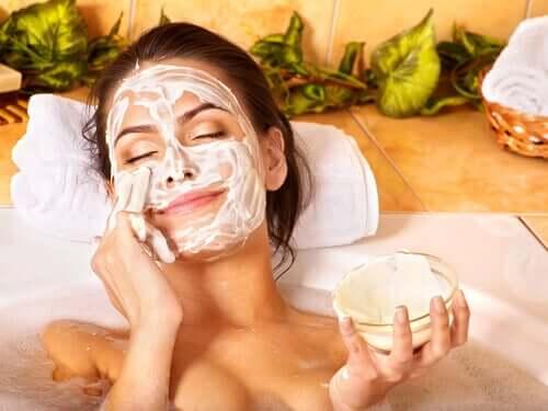Exfolierea și îngrijirea pielii la 40 de ani