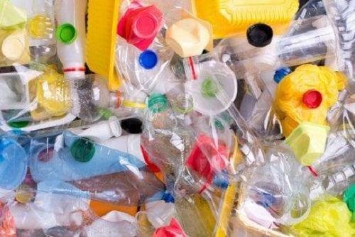 Cum să reduci gunoiul din plastic