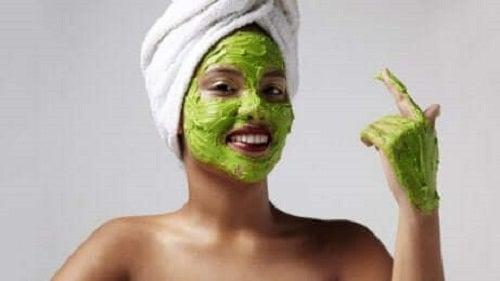 Mască cu avocado pentru prevenirea petelor solare