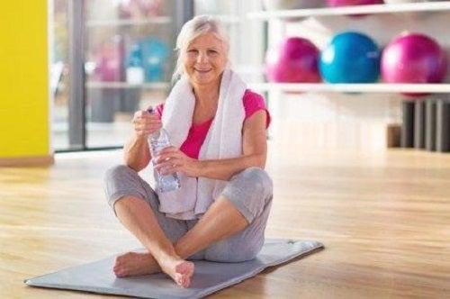 Sportul pe lista de obiceiuri utile în tratamentul osteoartritei