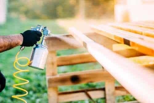 Recondiționarea obiectelor vechi cu spray cu vopsea