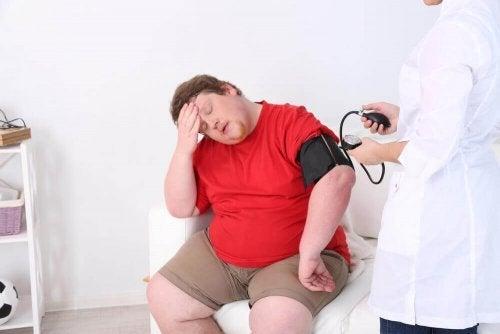 Bărbat la consult medical