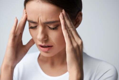 Cauze ale migrenelor în cazul femeilor
