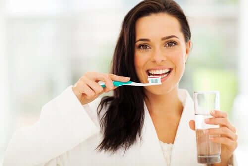 Igiena orală elimină cauzele apariției cariilor