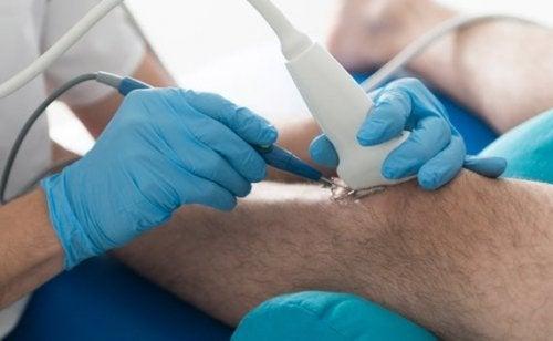 Medic ce explică de ce osteoartrita cauzează durerea la genunchi