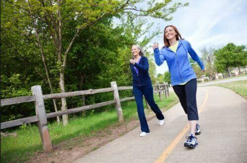 Mersul pe jos este benefic pentru femei