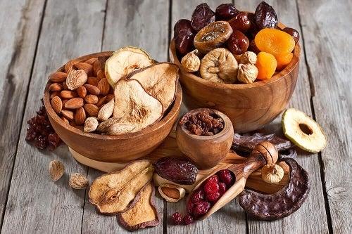 Nuci și fructe uscate