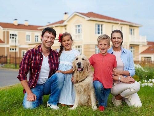 Portret de familie cu animal de companie