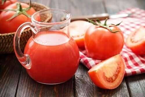 Suc de roșii pentru anemie