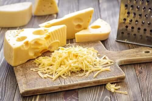 Brânză tare răzuită