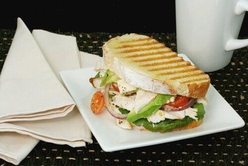 Gustări vegetariene sub formă de sandviș