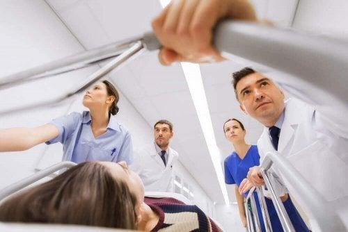 Pacient dus la camera de urgență